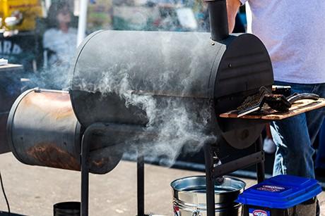 barbecue-smoker-grillen-auf-amerikanisch.jpg