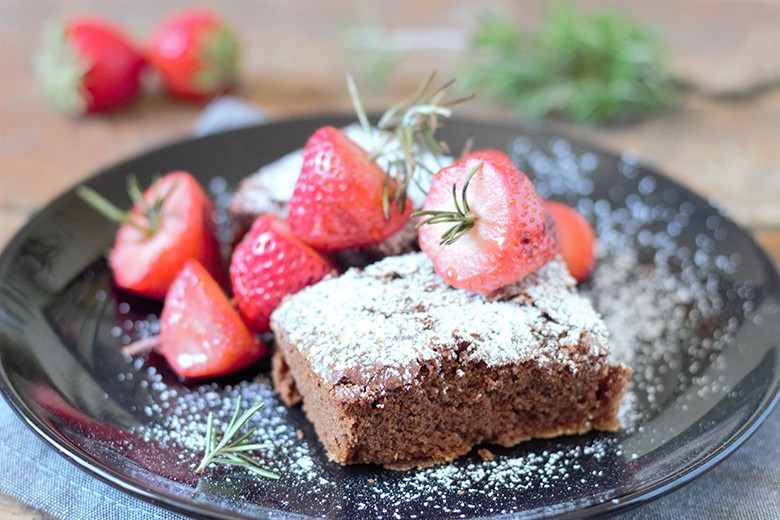 saftige-brownies-mit-erdbeeren-vom-grill.jpg
