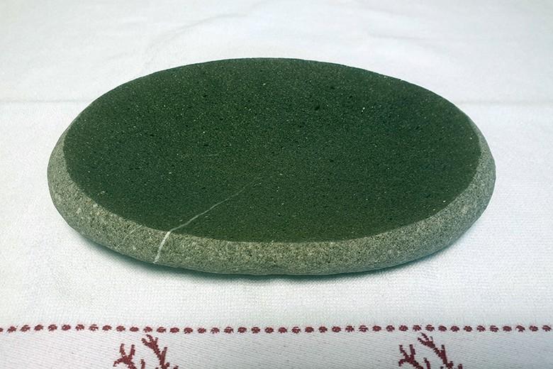 steinteller-aus-flussstein.jpg