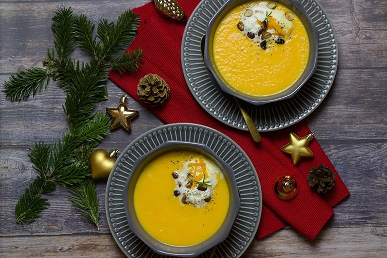 festliche-karotten-orangen-suppe-mit-geroesteten-haselnuessen.jpg