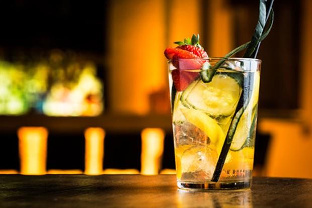 Cocktail mit frischen Früchten