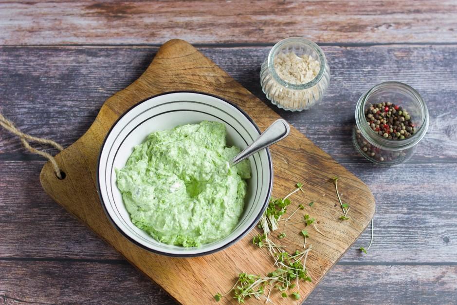 Bärlauch-Kräuter-Tascherl auf Blattsalat