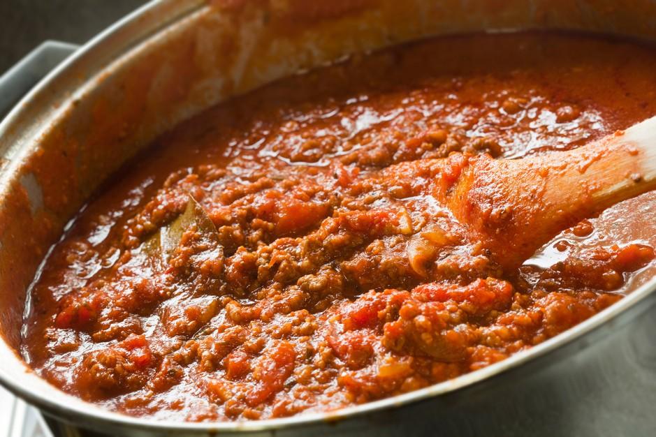 Spaghetti Bolognese servieren