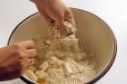Topfenkuchen Teig verkneten