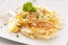 Kartoffelauflauf servieren