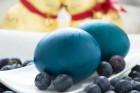 Blaue Ostereier färben mit Heidelbeere
