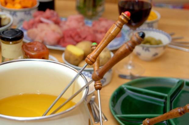 Fleischfondue mit Suppe