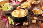 Käsefondue mit Apfel und Gemüse