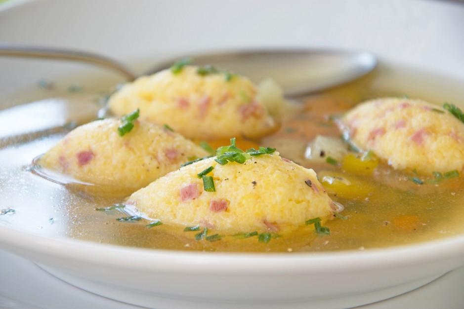 Polenta-Nockerln als Suppeneinlage