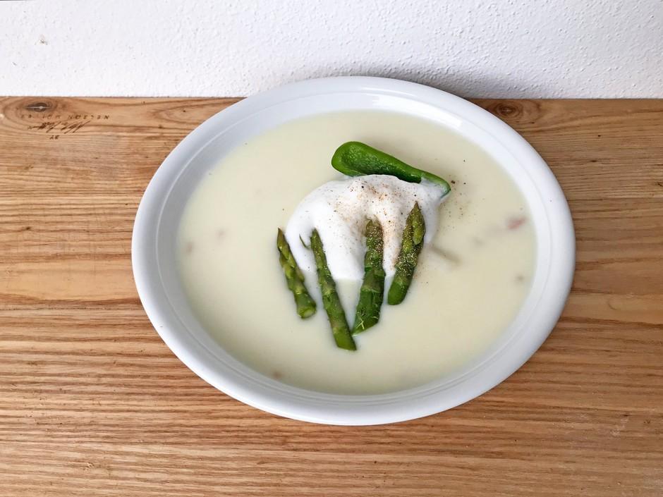 Spargelcremesuppe mit Jalapenos
