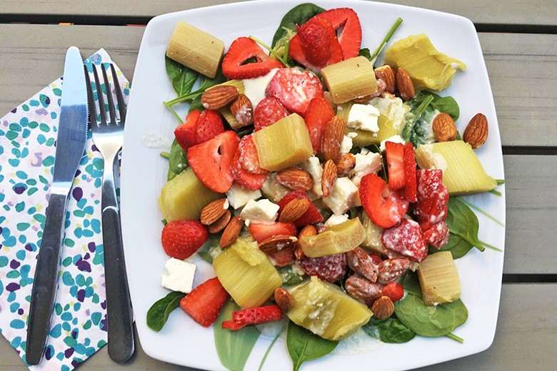 Rhabarber-Erdbeere-Feta Salat
