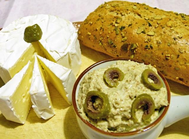 oliven-mandel-creme-mit-camembert.jpg