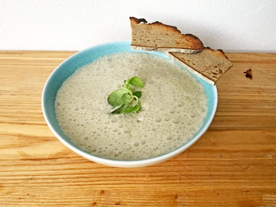 Vogerlsalat-Schaumsuppe