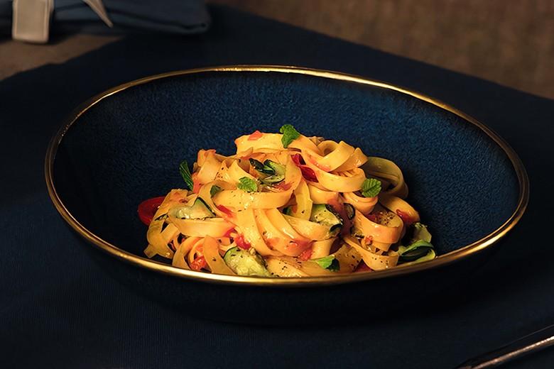 Barilla COLLEZIONE Tagliatelle mit Paprika und Zucchini