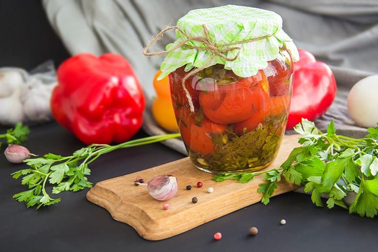 Eingelegter Gurken-Paprika-Mix