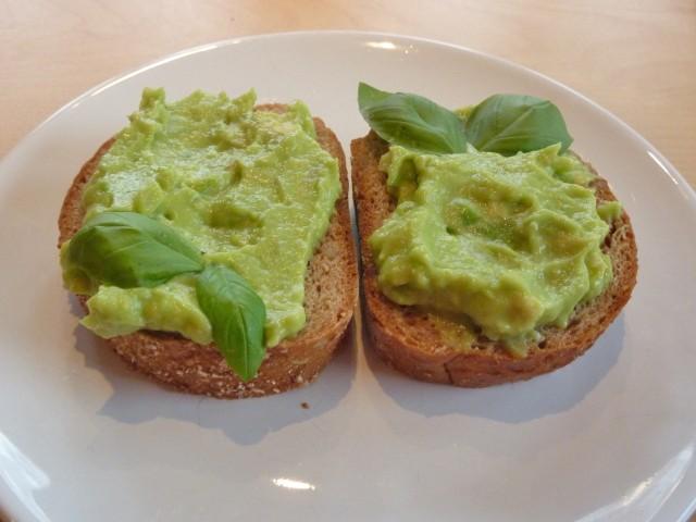 avocado-aufstrich-mit-sojacreme.jpg