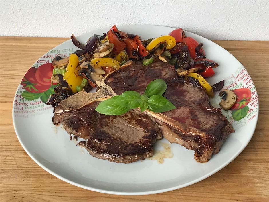 T-Bone-Steak mit Röstgemüse