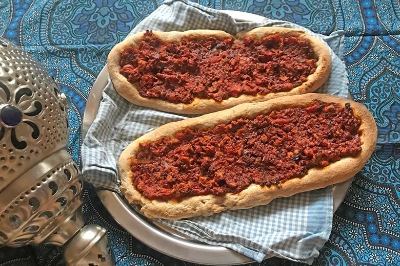 Vegane Teigfladen nach Art der türkischen Pizza