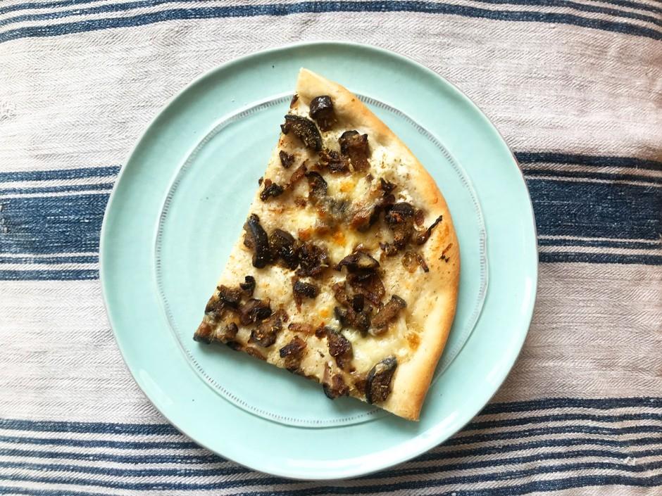 Weiße Pizza mit Melanzani