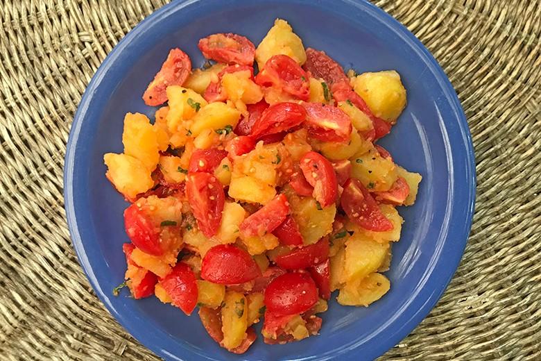 Warmer Kartoffel-Tomaten-Salat