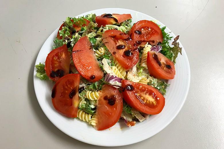 Nudel-Tomaten-Salat