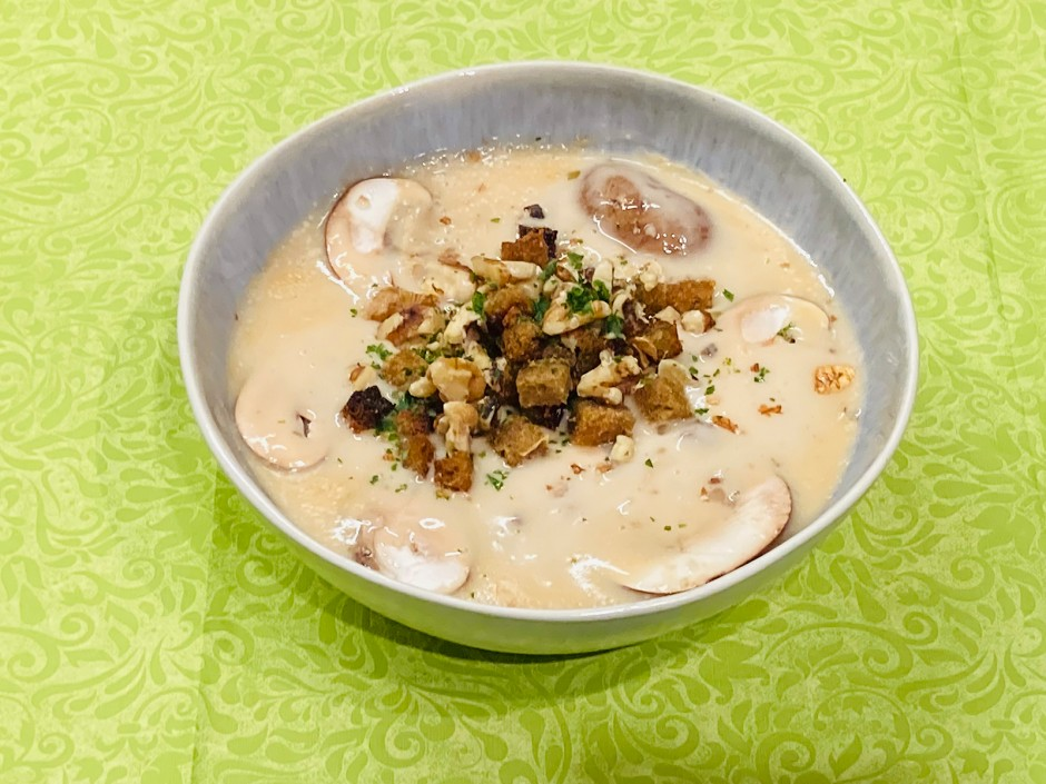Eierschwammerl-Champignon-Cremesuppe