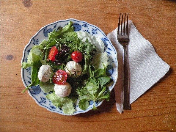 blattsalat-mit-kaese-baellchen.jpg