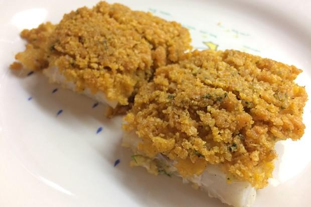 Fisch in Cornflakes-Kräuterkruste