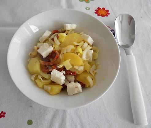 tomaten-kartoffel-salat-mit-schafkaese.jpg