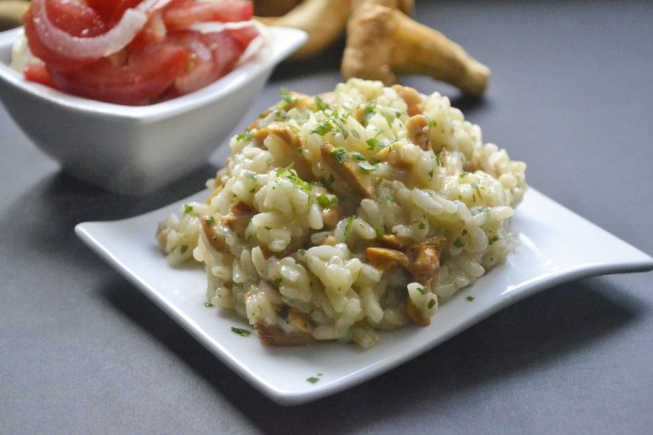 eierschwamm-pfifferling-risotto-mit-tomatensalat.jpg