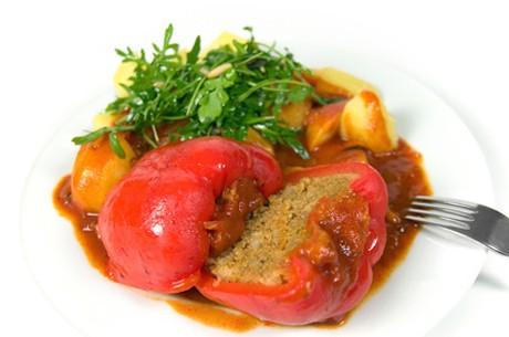 gefuellte-paprika-mit-tomatensauce.jpg