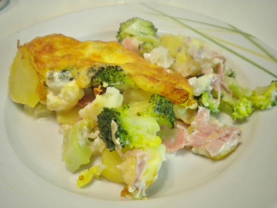 brokkoli-karfiol-auflauf-mit-schimmelkaese.jpg
