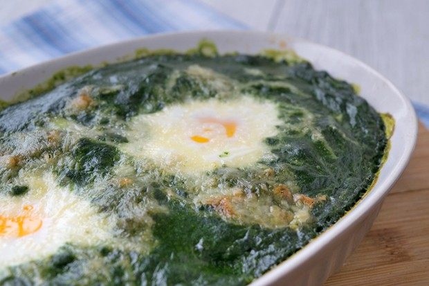 Versunkene Eier im Spinatnest