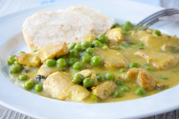 Puten-Curry mit Champignons und Erbsen