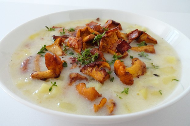 Kartoffelsuppe mit Eierschwammerln