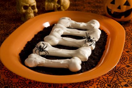 halloween-knochen-mit-spinnen.jpg