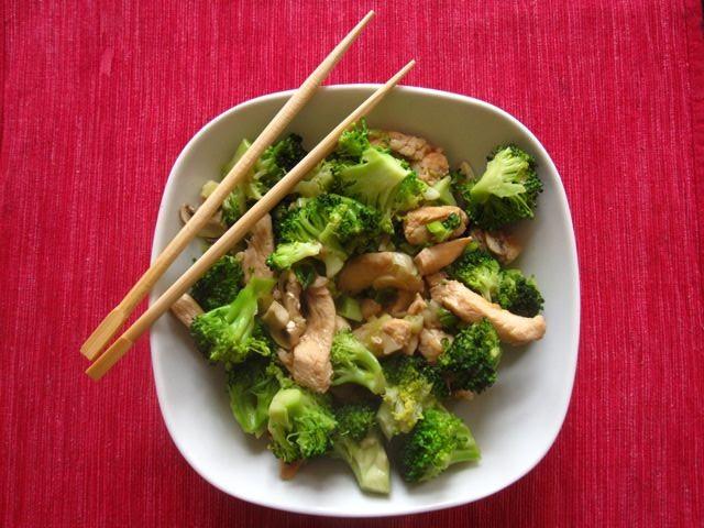 ingwer-brokkolihaehnchen-aus-dem-wok.jpg