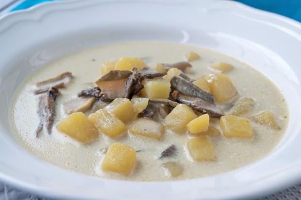 Rahmsuppe mit Kartoffeln und Steinpilzen