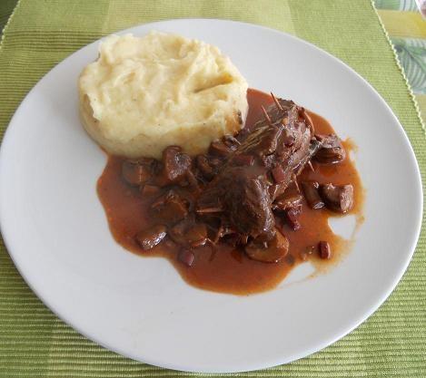 rindsroulade-in-champignonsauce-mit-kartoffel-sellerie-pueree.jpg
