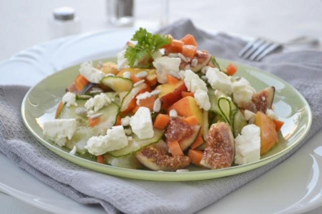 bunter-salat-mit-feta-und-feigen.jpg