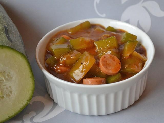 zucchinigulasch-mit-wuerstchen.jpg