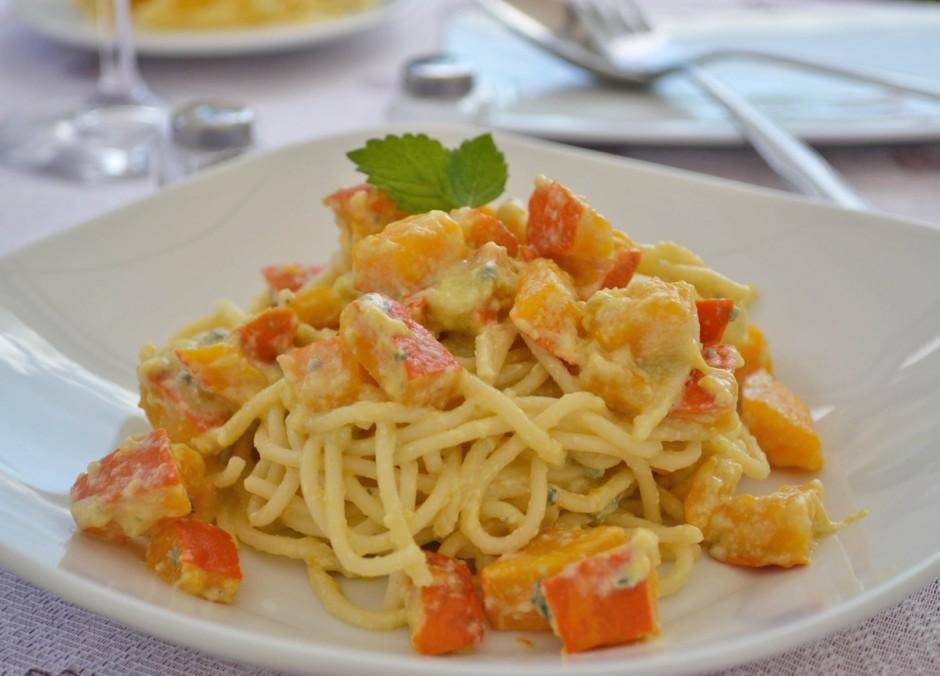 spaghetti-mit-kuerbis-und-gruenschimmelkaese.jpg