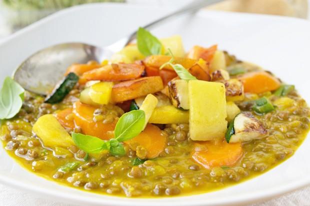 Linsen-Dal mit frischem Gemüse