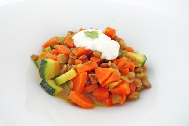 Linsen-Dal mit Karotten und Zucchini