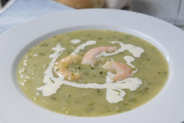 Zucchinisuppe mit Shrimps