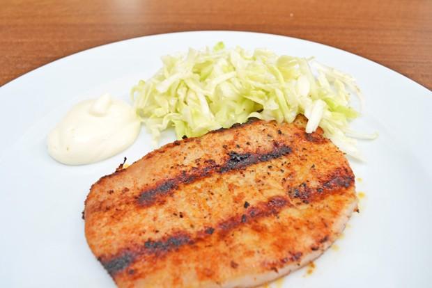 grillkotelett-mit-krautsalat.jpg