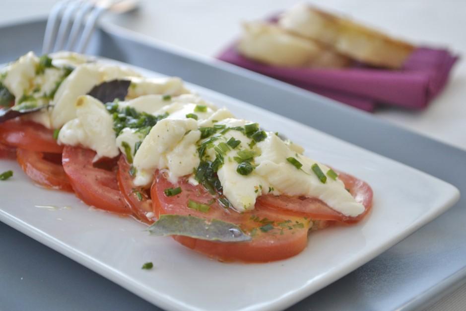leichter-tomaten-mozzarella-salat.jpg