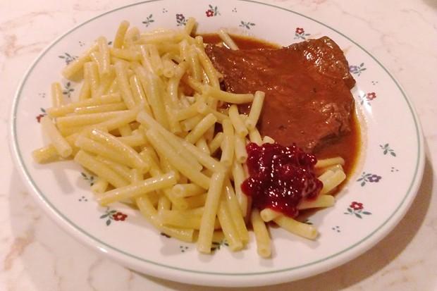 Rindsschnitzel in Rotweinsoße