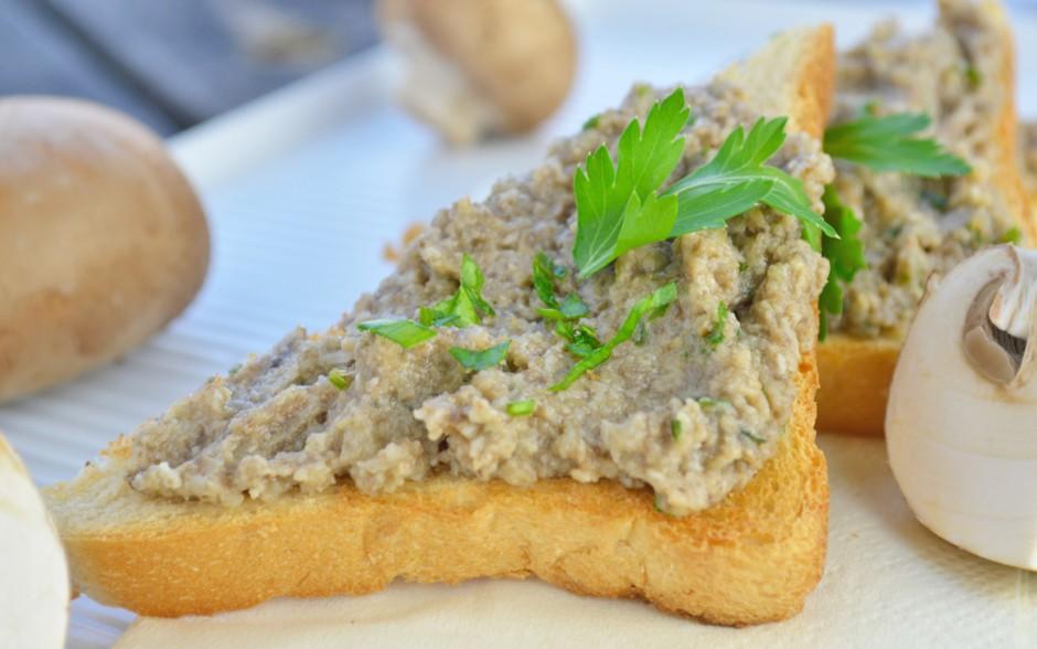 champignons-aufstrich-auf-toast.jpg