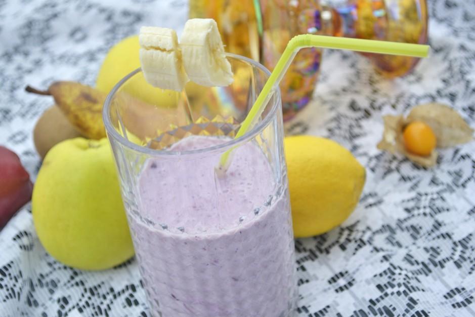 joghurt-fruchtsmoothie-mit-a-a-.jpg